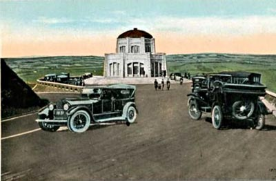 "Late-1910s luxury cars ""parked"" at the Vista House."